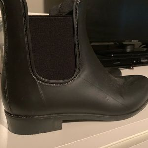Black short rain boots